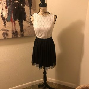Size small black and white dress by speechless